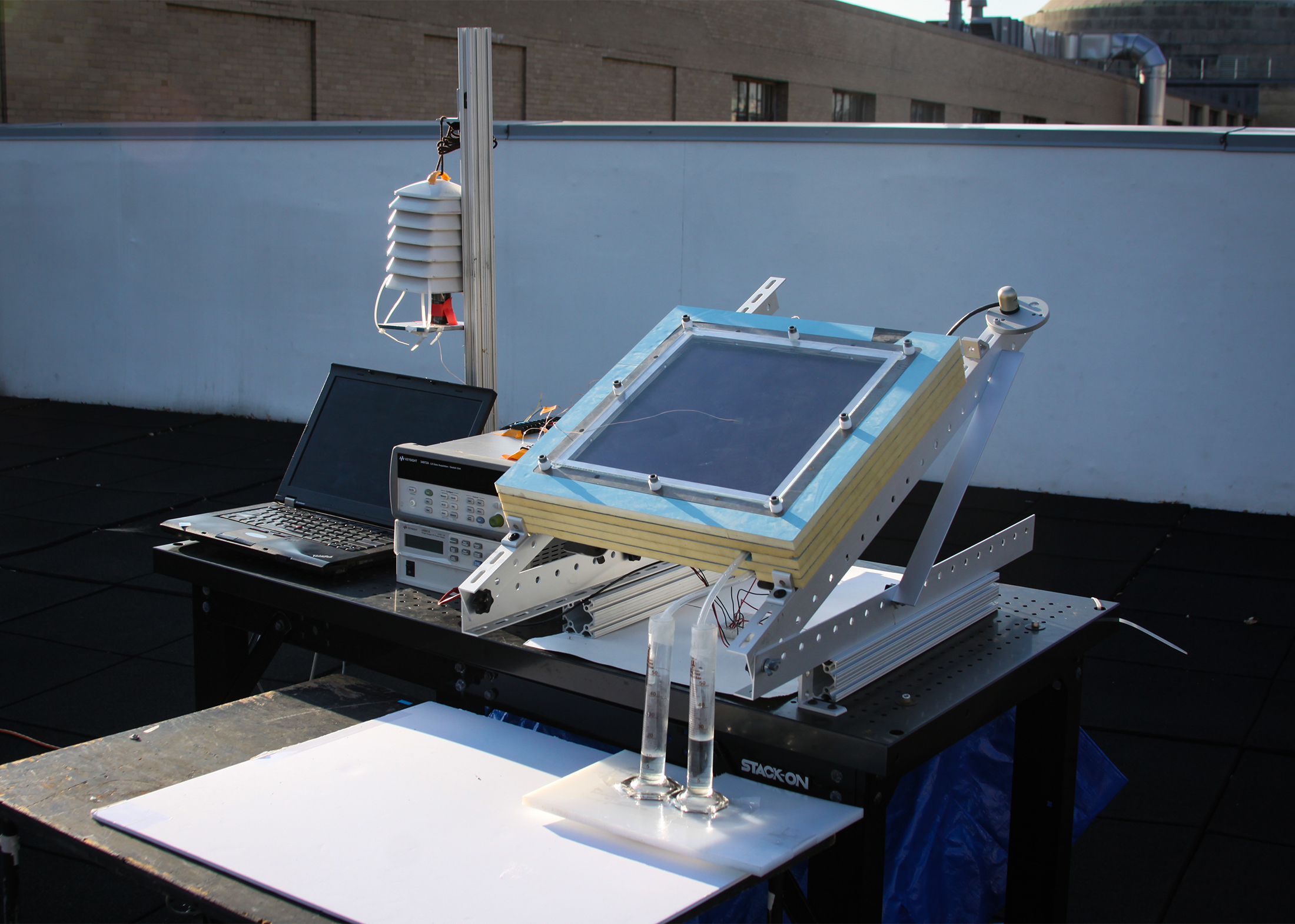 """Solar-powered system extracts drinkable water from """"dry"""" air"""
