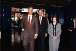 President William J. Clinton with Vest and his wife, Rebecca Vest, in 1998, when Clinton gave MIT's Commencement address.