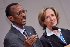 Paul Kagame, president of the Republic of Rwanda, makes a point at the Compton Lecture as MIT President Susan Hockfield looks on.