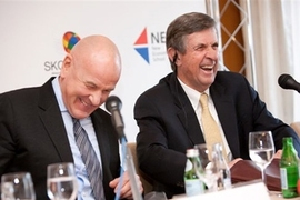 From left, SKOLKOVO Dean Wilfried Vanhonacker and MIT Sloan Senior Associate Dean Alan White announce a new collaboration between their schools at a news conference Feb. 3 in Moscow.
