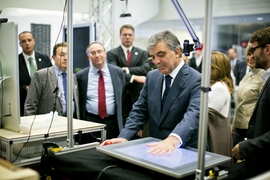 Turkish president Abdullah Gul (center), views a project demonstration on computer interfaces in the MIT Media Lab.