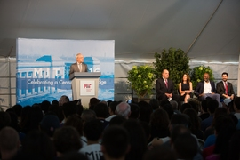 MIT President L. Rafael Reif addresses the incoming freshmen.