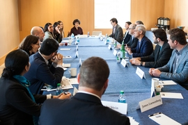 During his April 14 visit, Chicago Mayor Rahm Emanuel participated in a roundtable with selected MIT students and faculty to discuss sustainability, urban innovation, and entrepreneurship.