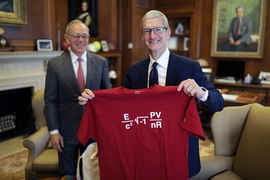 MIT President L. Rafael Reif (left) and Apple CEO Tim Cook